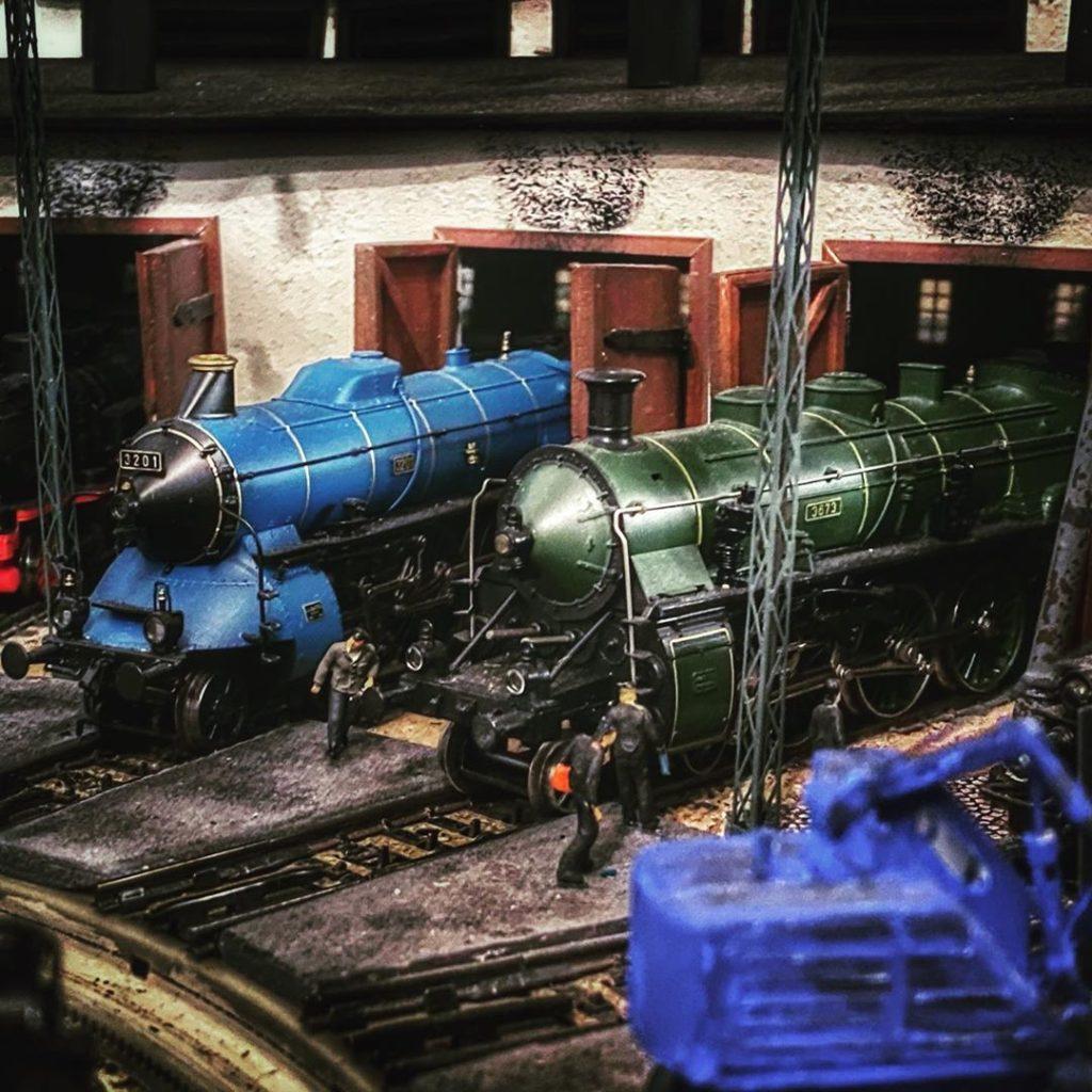 BR15 - S2/6 und BR18 - S3/6 im Lokschuppen