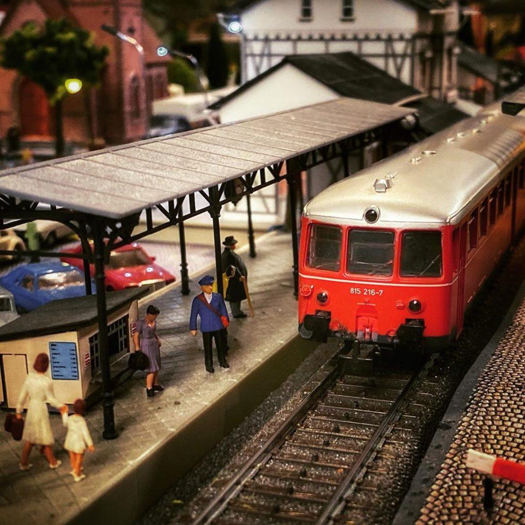 ETA150 - BR515 am Bahnsteig
